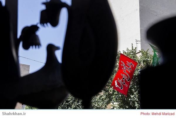 تلفیق طرح های تزئینی دهه فجر امسال با ایام فاطمیه در شهر اردبیل